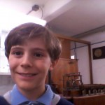 """""""Come  appassionato di storia ho voluto fare il selfie vicino alla miniatura di una macchina a vapore introdotta in una fabbrica inglese durante la rivoluzione industriale"""" (Gianmaria Vianello)"""
